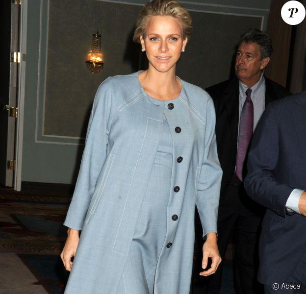 La princesse Charlene de Monaco, enceinte de son premier enfant, à son arrivée à l'hôtel Hilton de New York le 25 septembre 2014 pour le 7e Focus mondial annuel sur l'autisme.