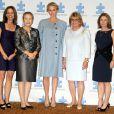 La princesse Charlene de Monaco, enceinte de son premier enfant, entourée de Ban Soon-taek, épouse de Ban Ki-moon, et de Suzanne Wright, cofondatrice de l'association Autism Speaks, à l'hôtel Hilton de New York le 25 septembre 2014 pour le 7e Focus mondial annuel sur l'autisme.