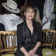 """"""" Juliette Binoche lors du défile Givenchy printemps-été 2015 au lycée Carnot. Paris, le 28 septembre 2014. """""""