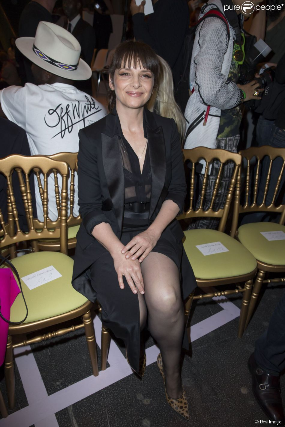 Juliette Binoche lors du défile Givenchy printemps-été 2015 au lycée Carnot. Paris, le 28 septembre 2014.