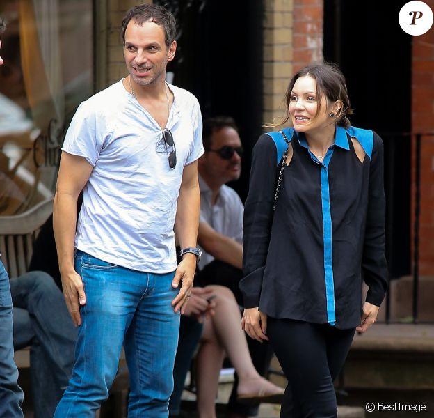 Katharine McPhee et son futur ex-mari Nick Cokas quittent un restaurant à Los Angeles le 6 octobre 2012.