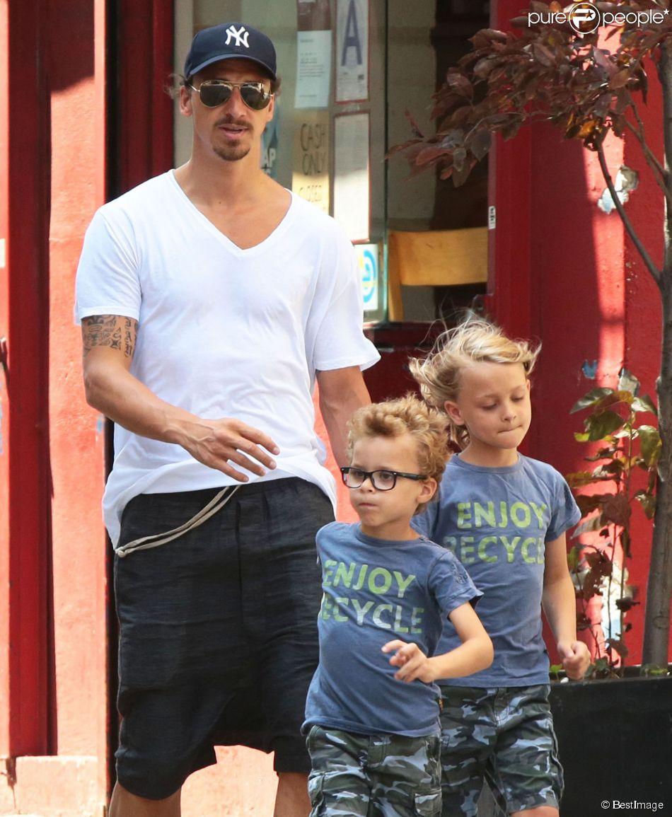 Zlatan Ibrahimovic et ses fils Maximilian et Vincent dans les rues de New York, le 25 juin 2014