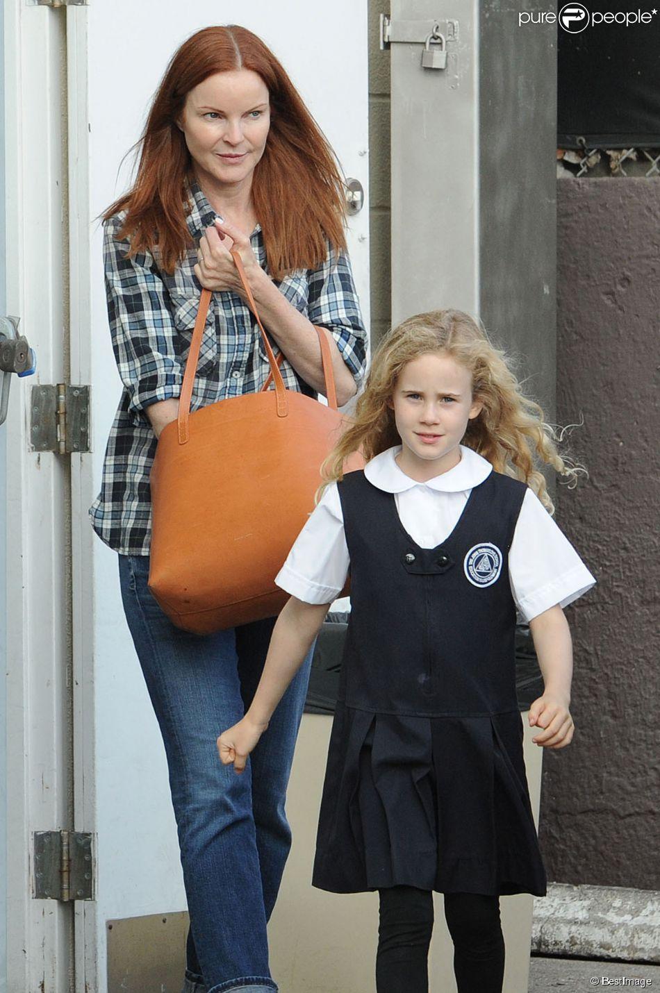 Exclusif - Marcia Cross et sa fille Eden Mahoney vont acheter une glace à Brentwood, le 11 octobre 2014.