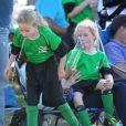 Marcia Cross et son mari Tom Mahoney assistent au match de football de leurs filles à Brentwood le 5 octobre 2013.