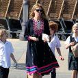 Exclusif - Julia Roberts fait du shopping avec ses enfants Phinnaeus, Henry, et Hazel à Malibu, le 12 octobre 2014.