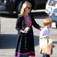 Exclusif - Julia Roberts avec ses enfants Phinnaeus, Henry, et Hazel à Malibu, le 12 octobre 2014.