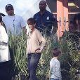 Halle Berry et Pierce Gagnon sur le plateau de la série Extant à Los Angeles, le 14 février 2014