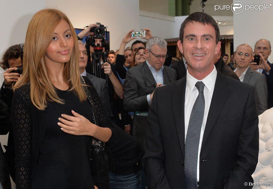 Zahia Dehar et le premier ministre Manuel Valls à la soirée de vernissage de la FIAC 2014 organisée par Orange au Grand Palais à Paris le 22 octobre 2014.