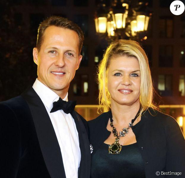 Michael Schumacher, récompense, et sa femme Corinna lors du 31e Gala des Légendes du Sport à l'opéra de Francfort. Le 10 novembre 2012.