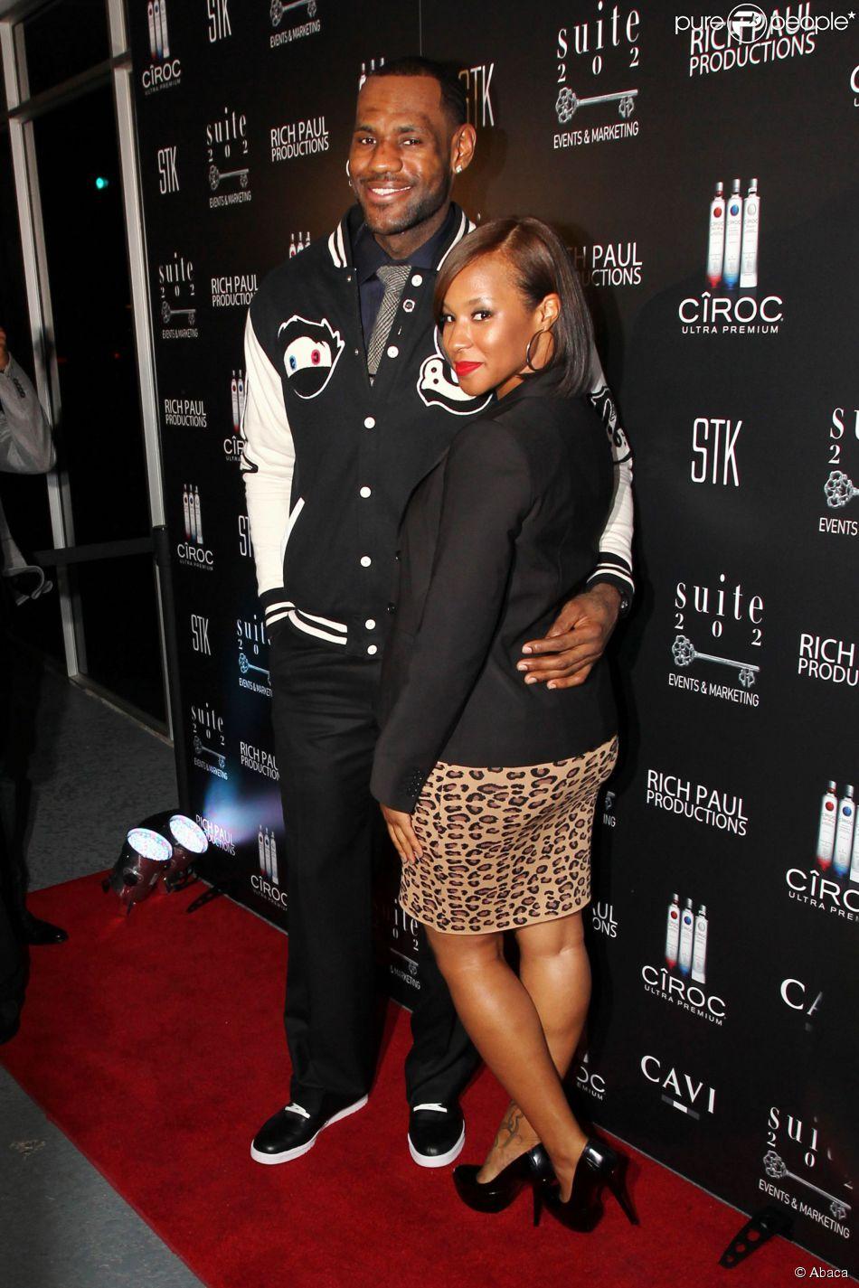 LeBron James et sa femme Savannah au Coco Deville lounge de Miami au Gansevoort Hotel le 30 décembre 2010