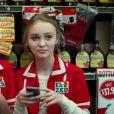 Lily-Rose Depp, fille de Johnny Depp et Vanessa Paradis, apparaît dans le film Tusk, dont la bande-annonce a été dévoilée fin juillet 2014.
