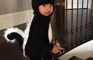 North West : La fille de Kim Kardashian, craquant putois pour Halloween