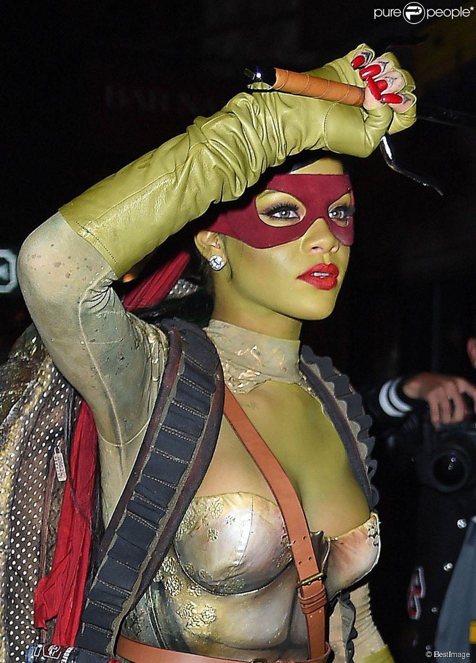 Rihanna déguisée en Tortue Ninja pour Halloween à New York, le 31 octobre 2014.