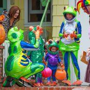 Alyson Hannigan, Alexis Denisof, Satyana et Keeva : Grenouilles fluo d'Halloween