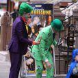 Neil Patrick Harris (L'Homme-Mystère), David Burtka (Joker) et leurs enfants Gideon (Batman) et Harper (Batgirl) ont plongé dans l'univers de Gotham City le 31 octobre 2014 pour aller à la chasse aux bonbons dans leur quartier de New York, à l'occasion d'Halloween.