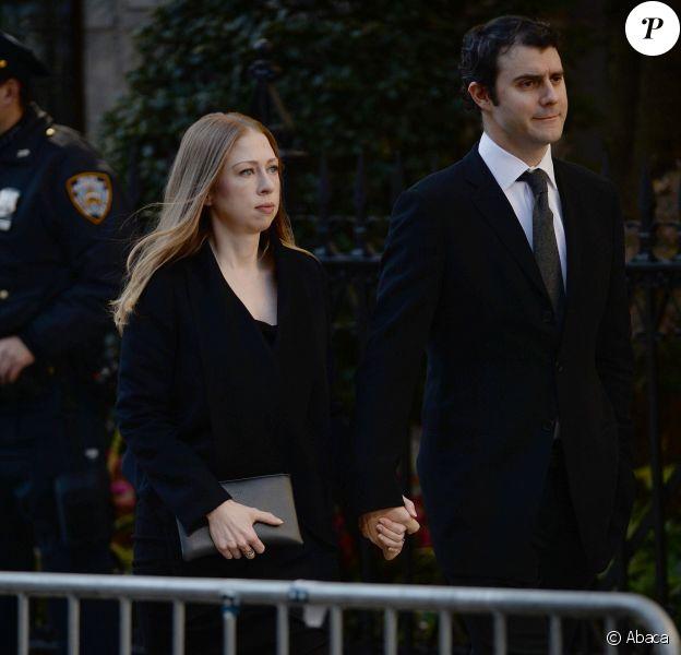 Chelsea Clinton et Marc Mezvinsky aux funérailles du créateur Oscar de la Renta, le 3 novembre 2014 à New York.