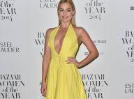 Margot Robbie : Décolletée et solaire devant Elisa Sednaoui, sexy