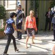 Rachida Dati accueillie par Michèle Alliot-Marie, place Beauvau