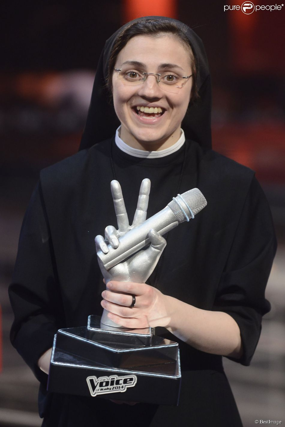 """Finale de """"The Voice"""" Italie, Soeur Cristina Scuccia remporte l'émission à Milan le 5 juin."""