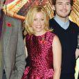 """Elizabeth Banks et Sam Claflin au photocall du film """"The Hunger Games : Mockingjay - part 1"""" (Hunger Games - La Révolte : Partie 1) à Londres, le 9 novembre 2014."""