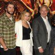 """Liam Hemsworth, Jennifer Lawrence au photocall du film """"The Hunger Games : Mockingjay - part 1"""" (Hunger Games - La Révolte : Partie 1) à Londres, le 9 novembre 2014."""