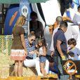Jennifer Lopez et ses enfants Max et Emme s'amusent dans un jardin de citrouilles à Los Angeles. Octobre 2014