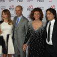 Sophia Loren entourée de ses fils Edoardo Ponti et sa femme Sasha Alexander, Carlo Ponti et sa femme Andrea Meszaros Ponti - Soirée hommage à Sophia Loren lors du AFI FEST à Hollywood, le 12 novembre 2014.