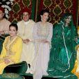 Le roi Mohammed VI du Maroc, la princesse Lalla Asma, le prince Moulay Rachid, la princesse Lalla Meryem, la princesse Lalla Oum Keltoum et la princesse Lalla Hasna lors du mariage du prince Moulay Rachid du Maroc et de Lalla Oum Keltoum (née Boufares) le 13 novembre 2014 au palais royal de Rabat.