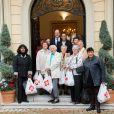 Le prince Albert II de Monaco et la princesse Stéphanie distribuaient le 17 novembre 2014 des colis de la Croix-Rouge monégasque au siège de l'organisme, à deux jours de la Fête nationale.