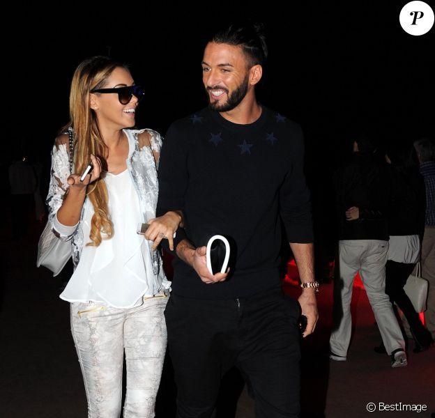 Nabilla Benattia et son compagnon Thomas Vergara se promènent à Cannes à l'occasion du festival du film le 18 mai 2014.