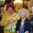 Cayetana Fitz-James Stuart, 18e duchesse d'Albe, avec des comédiens en 2011 à Séville. La flamboyante aristocrate est morte le 20 novembre 2014 à l'âge de 88 ans.