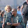 Kendra Wilkinson avec son mari Hank Baskett et leur fils à Los Angeles, le 27 septembre 2014.