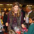 La princesse Margarita de Bourbon était en famille (à sa droite, sa fille Eugenia) le 22 novembre 2014 à Madrid lors de la vente caritative Rastrillo Nuevo Futuro, au profit de l'association qui vient en aide aux orphelins.