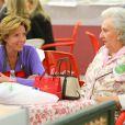 L'infante Pilar de Bourbon pouvait compter sur le soutien de sa fille Simoneta Gomez Acebo  le 22 novembre 2014 à Madrid lors la vente de charité de l'association Nuevo Futuro, dont elle est la présidente d'honneur.
