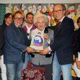 L'infante Pilar de Bourbon avec les créateurs Victorio et Lucchino lors la vente caritative El Rastrillo Nuevo Futuro 2014 à Madrid, le 22 novembre 2014.
