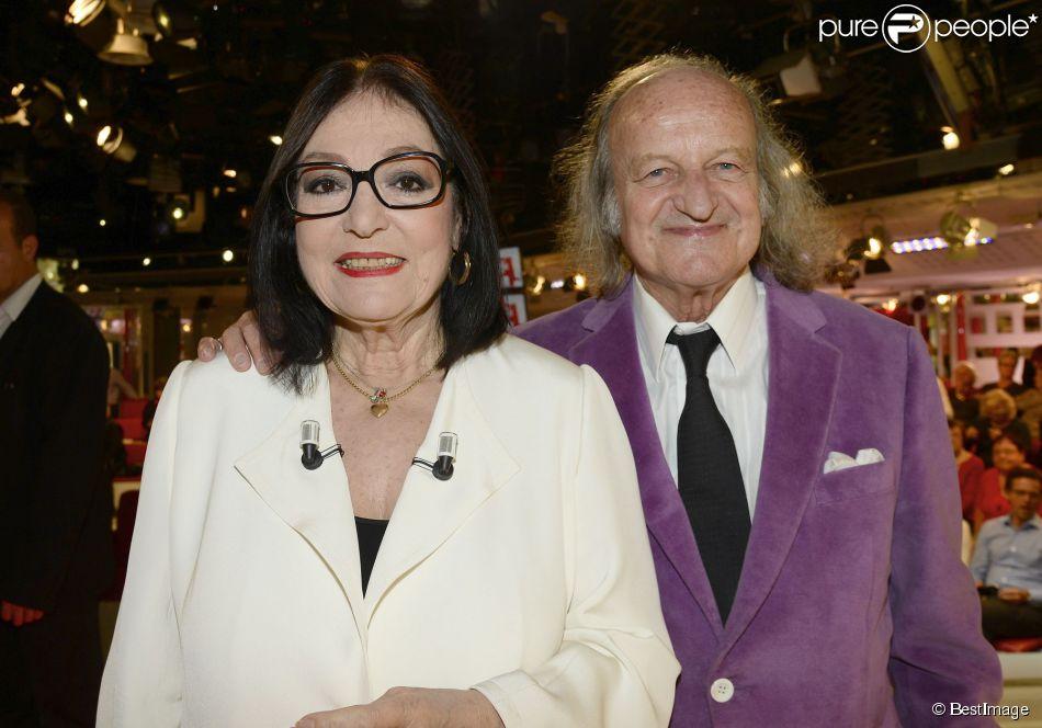 """Exclusif - Nana Mouskouri et son mari André Chapelle - Enregistrement de l'émission """"Vivement Dimanche"""" à Paris le 26 novembre 2014."""
