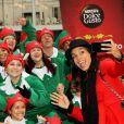 Rosario Dawson fait de la promo pour l'association caritative de Nescafé à New York le 2 décembre 2014
