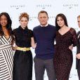 Naomie Harris, Léa Seydoux, Daniel Craig, Monica Bellucci et Christoph Waltz lors de la conférence de presse BOND 24 aux Pinewood Studios, près de Londres, le 4 décembre 2014.