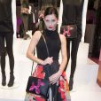 """Delphine Chanéac - Présentation du sac """"Balloon Dog"""" de Jeff Koons pour H&M au centre Pompidou à Paris le 9 décembre 2014."""