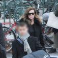 Valérie Trierweiler et son fils Léonard et Anna Jarota ( son agent littéraire) à la Gare du Nord pour prendre l'Eurostar à destination de Londres le 22 novembre 2014