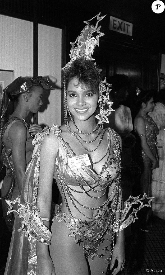 Halle Berry à 20 ans à l'élection de Miss Monde le 7 novembre 1986 à Londres. ©Abaca