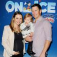 """Beverley Mitchell avec son mari et sa fille - Spectacle Disney On Ice Let's Celebrate ! à Los Angeles, le 11 décembre 2014"""