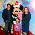 """Alyson Hannigan et son mari Alexis Denisof - Spectacle Disney On Ice Let's Celebrate ! à Los Angeles, le 11 décembre 2014"""