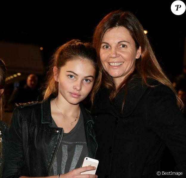 Véronika Loubry et sa fille Thylane, sur le tapis rouge de la 16e édition des NRJ Music Awards à Cannes, le samedi 13 décembre 2014.