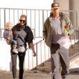 Josh Duhamel, sa femme Fergie et leur fils Axl vont prendre leur petit déjeuner à Brentwood. Le 13 décembre 2014