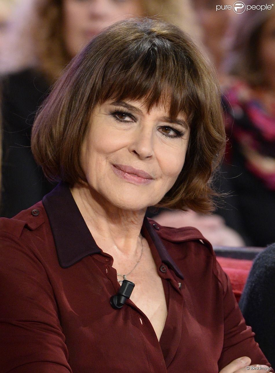 """Fanny Ardant - Enregistrement de l'émission """"Vivement Dimanche"""" à Paris, le 17 décembre 2014. L'émission sera diffusée le 21 décembre 2014"""