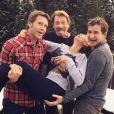 Emmanuel Philibert de Savoie, Johnny Hallyday et Pierre Rambaldi portent Laeticia Hallyday à Gstaad, décembre 2014.