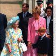 La reine mère avec Lady Di et le prince Harry lors de son 92e anniversaire en août 1992