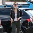 Sophia Bush, très souriante, à la sortie d'un salon de coiffure à Beverly Hills, le 19 septembre 2014
