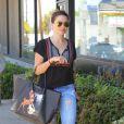 Sophia Bush se promène à West Hollywood, le 19 juin 2014.